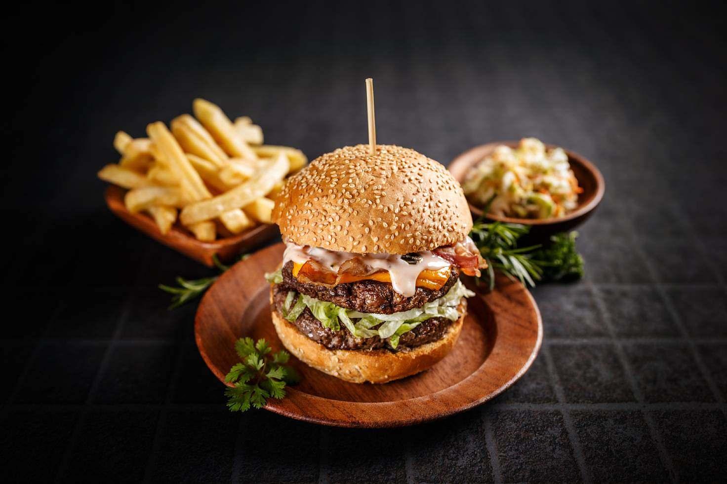fresh-tasty-burger-P4ZCT96 (1)